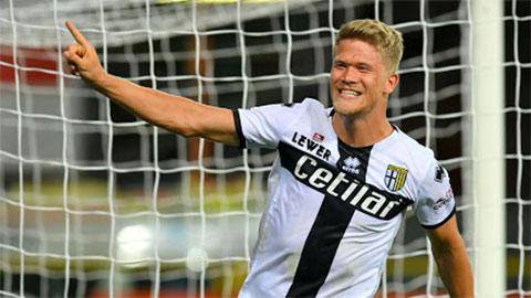 Cornelius rực sáng với hat-trick vào lưới Genoa rạng sáng qua