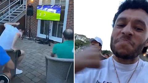 Dàn sao Liverpool 'phát điên' khi Willian hạ sát Man City