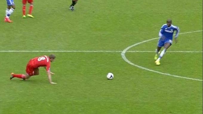Cú sẩy chân định mệnh của Gerrard