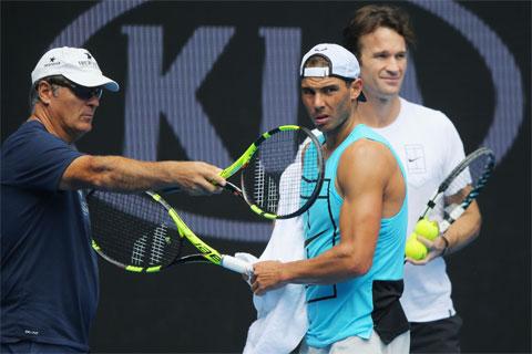 Ngay từ đầu Toni đã rất khắc nghiệt với tôi, hơn bất cứ đứa trẻ nào mà ông ấy dạy. Ông luôn đòi hỏi rất nhiều và gây áp lực khủng khiếp lên tôi - Nadal nhớ lại