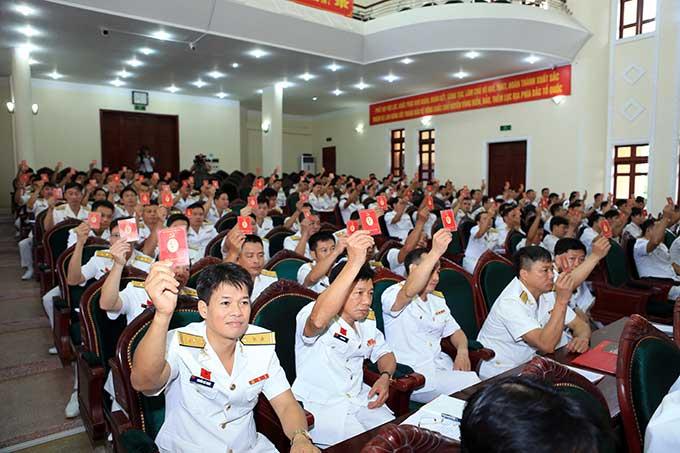 Nhân sự bầu BCH Đảng bộ Vùng nhiệm kỳ 2020-2025 và nhân sự Đoàn đại biểu đi dự Đại hội đại biểu Đảng bộ Quân chủng lần thứ XIII được Đại hội thông qua