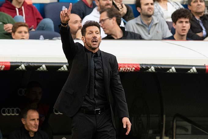 Diego Simeone - Atletico Madrid đã vô địch tổng cộng 10 La Liga và 2 danh hiệu gần nhất đều có dấu ấn của Simeone. Mùa 1995/96, tiền vệ trụ Simeone đóng vai trò quan trọng của đội hình Albacete lên đỉnh Tây Ban Nha. Gần 20 năm sau, chính El Cholo lúc này đã là HLV đưa đội bóng tình yêu của mình vượt qua 2 gã khổng lồ Barca và Real để một lần nữa đăng quang.