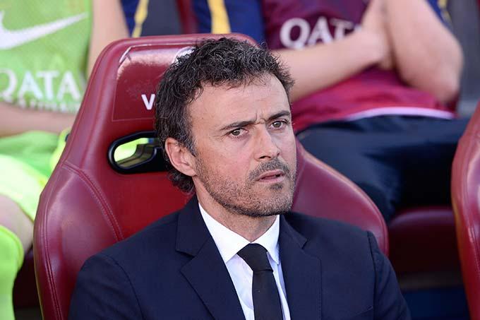 Luis Enrique - HLV trưởng đương nhiệm của ĐT Tây Ban Nha biết rõ mùi vị của vinh quang và cay đắng. Enrique đã vô địch La Liga tới 5 lần, trong đó có 3 lần với tư cách cầu thủ. Điều đặc biệt rằng cầu thủ Enrique lên đỉnh La Liga trong 2 màu áo kình địch nhau là Real Madrid (1994/95) và Barcelona (1997/98 và 1998/99). Khi trở lại Camp Nou với tư cách HLV, ông còn giúp Barca giành thêm 2 La Liga nữa trong các mùa 2014/15 và 2015/16.