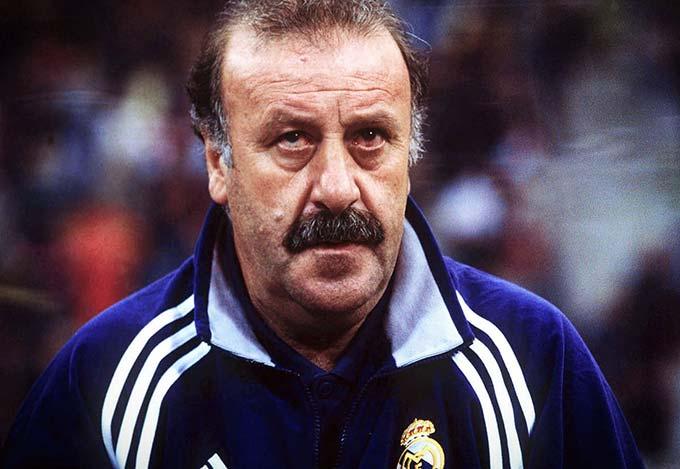 Vicente del Bosque - Có thể khẳng định Del Bosque là một biểu tượng của Real. Người đàn ông từng vô địch World Cup và EURO này cũng có tới 7 lần nếm trải hương vị vô địch La Liga và không bất ngờ khi tất cả đều với Real. Thời còn là cầu thủ, Del Bosque là nhân tố không thể thiếu trong đội hình Los Blancos vô địch quốc gia các năm 1974, 1975, 1977, 1978, 1979. Sau hơn 20 năm, lại chính ông dẫn dắt các cầu thủ Real vô địch các mùa 2000/01 và 2002/03.