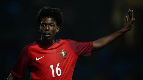 Juventus ký hợp đồng với sao trẻ Man City, cựu sao Barca chuyển tới Etihad