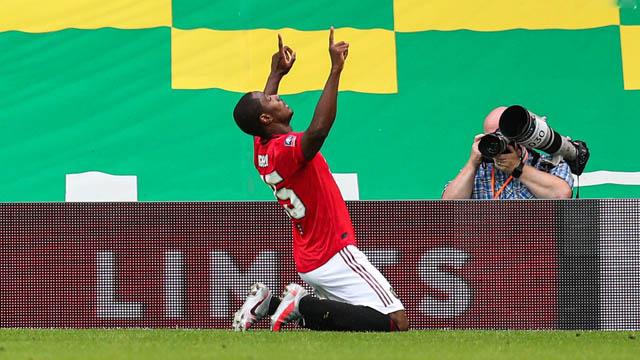 Ighalo ăn mừng bàn thắng vào lưới Norwich