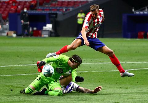 Gặp Alaves, Llorente (trên) đã in dấu giày trong cả 2 bàn thắng của Atletico