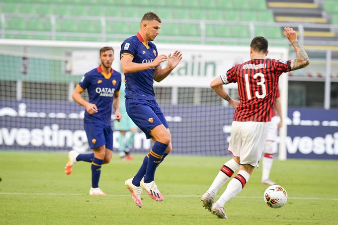 Milan có chiến thắng nhẹ nhàng trước Roma