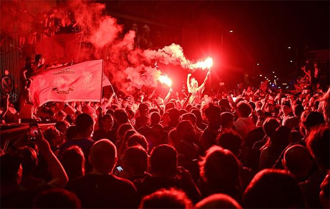 HLV Klopp viết tâm thư cầu xin fan Liverpool đừng làm điều dại dột