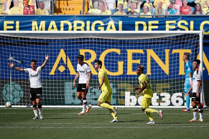 Villarreal giành chiến thắng 2-0 trước Valencia làm nóng cuộc đua chiếc vé còn lại vào top 4