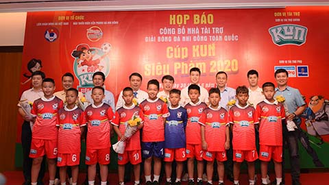 Ngôi sao ĐT Việt Nam tiếp sức các cầu thủ nhí ở giải U11 QG