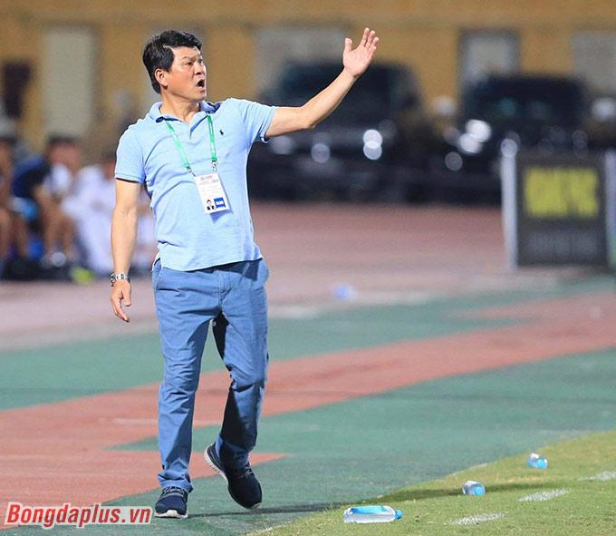 Chủ tịch kiêm HLV trưởng Vũ Tiến Thành của Sài Gòn FC - Ảnh: Đức Cường