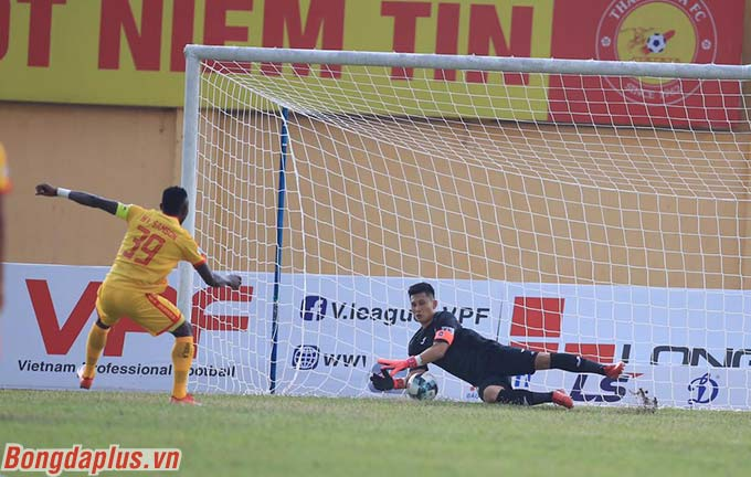 Tường thuật: HL Hà Tĩnh 1-1 B.BD, DNH.NĐ 3-0 SLNA, Thanh Hóa 2-0 Than.QN