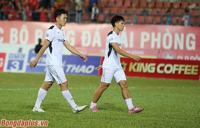 Ngay sau đó, Xuân Trường cùng với một số cầu thủ dự bị của HAGL tập luyện ngay trên sân khi trận đấu vừa kết thúc
