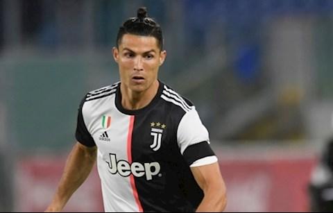 Trước khi đổi kiểu, đây là mái đầu của Ronaldo