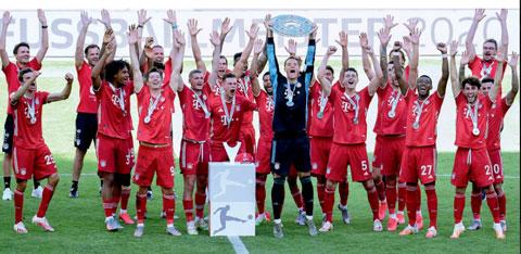 Bayern nâng cao chức vô địch để khép lại Bundesliga thành công ngoài mong đợi