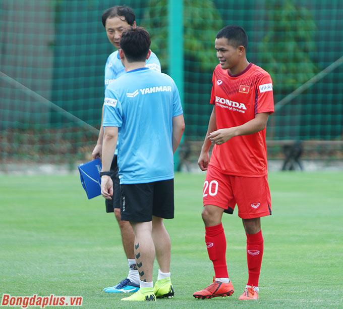 Trước toàn đội, trợ lý Kim thông báo hậu vệ Dụng Quang Nho của HAGL làm đội trưởng