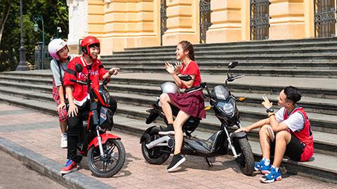 VinFast tặng 50.000 pin xe máy điện cho học sinh - chung tay 'kiến tạo tương lai xanh'
