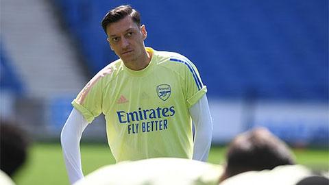 Tại sao Oezil 'mất dạng' khỏi đội hình Arsenal?