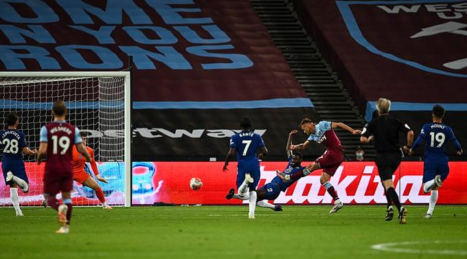 Yarmolenko ghi bàn ấn định tỷ số 3-2 của trận đấu