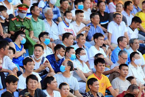 Sân Thiên Trường luôn chật ních khán giả mỗi khi DNH.NĐ thi đấu  Ảnh: ĐỨC CƯỜNG