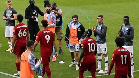 Bernardo Silva thiếu tôn trọng Liverpool khi Man City chúc mừng tân vương giải Ngoại hạng
