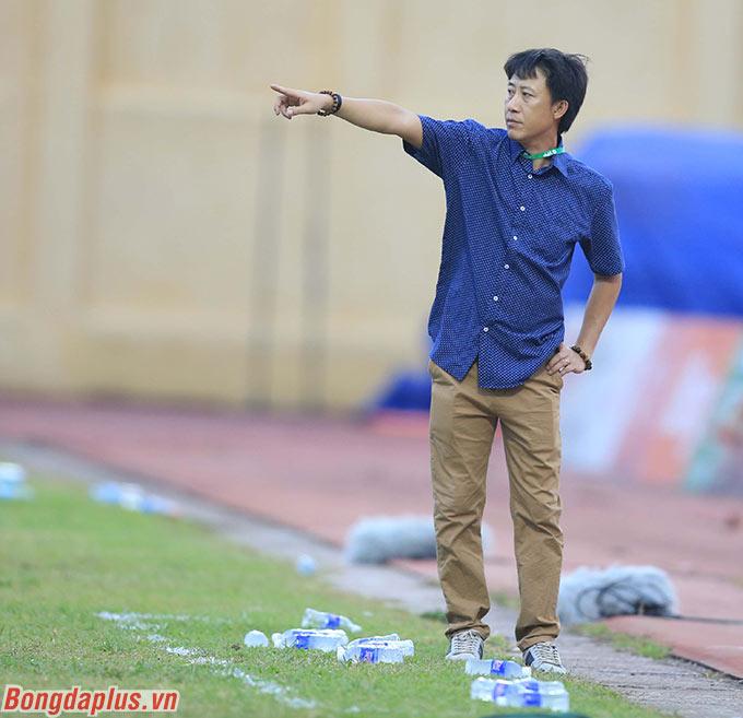 HLV Nguyễn Thành Công của Thanh Hóa có thể tiếc nuối khi Hoàng Vũ Samson bỏ lỡ quả phạt đền ngay từ phút thứ 2 trướcThan.QN ở vòng 7 V.League 2020