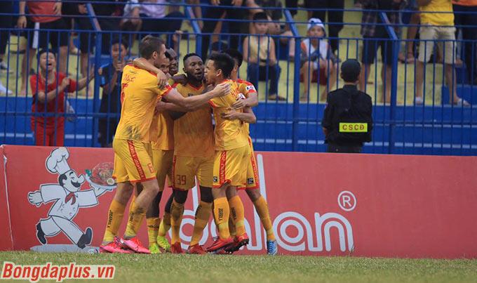 Nhưng chung cuộc, Hoàng Vũ Samson vẫn có được bàn thắng để ấn định chiến thắng 2-0 trước Than.QN cho Thanh Hóa. Đây cũng là bàn thắng thứ 191 của anh trong lịch sử V.League