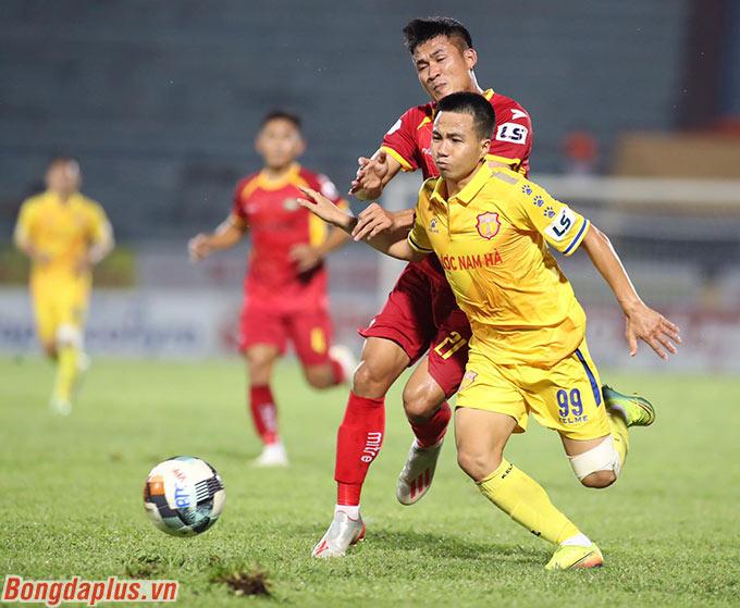 Ở một chiều hướng khác, DNH Nam Định của Đỗ Merlo - chân sút số 2 lịch sử V.League đối đầu với SLNA