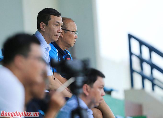 Đại diện lãnh đạo VFF và HLV Park Hang Seo muốn tạo thêm sân chơi cho các cầu thủ tập luyện
