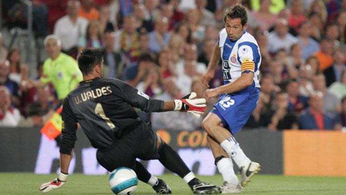 Raul Tamudo ghi bàn dâng chức vô địch La Liga của Barca cho Real