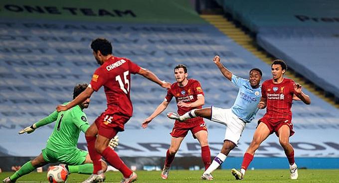 """Sterling giải """"cơn khát"""" bàn thắng vào lưới đội bóng cũ Liverpool"""