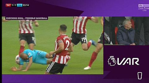Tottenham là nạn nhân của pha VAR tồi tệ nhất Premier League