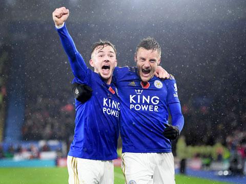 Maddison (trái) trở lại sẽ giúp hàng công Leicester mạnh hơn