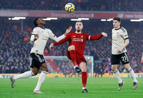 Henderson (giữa) luôn âm thầm đóng góp vào thành công của Liverpool