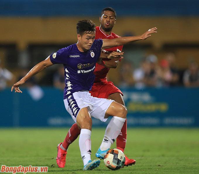 Hàng thủ vốn chắp vá của Hà Nội FC do dính chấn thương hàng loạt đã có một trận đấu tròn vai trước Viettel