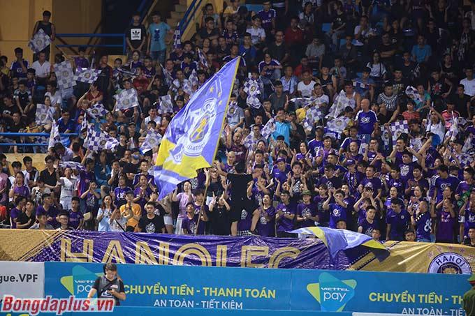 Người hâm mộ Hà Nội đã kỳ vọng đội bóng thủ đô có được 3 điểm trước Viettel
