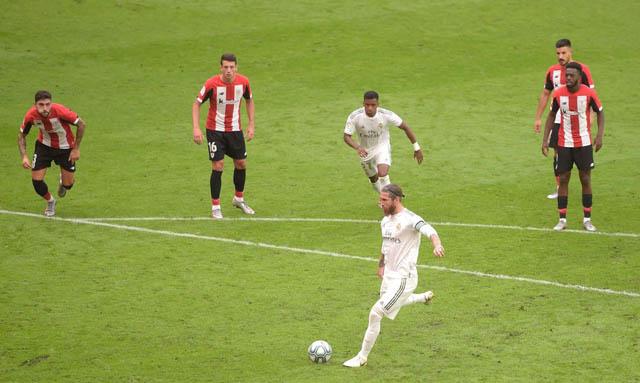 Ramos ghi bàn thắng duy nhất của trận đấu trên chấm 11m
