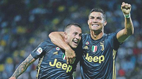 Ngạc nhiên chưa, Ronaldo đang chơi vì tập thể!