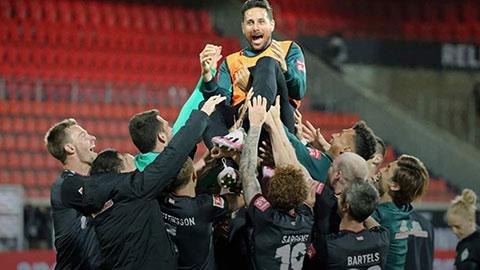 Claudio Pizarro: Người viết sử ở Bundesliga đã dừng cuộc vui