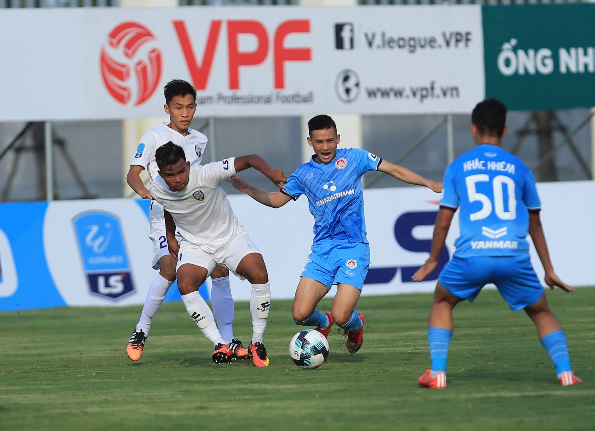CLB Phố Hiến gửi công văn xin lỗi CLB An Giang và cầu thủ Văn Huy sau sự cố không đẹp ở trận đấu tại vòng 6 giải hạng Nhất LS 2020 - Ảnh: Đức Cường