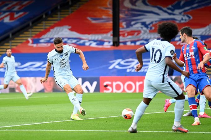 Chelsea có bàn mở tỷ số từ khá sớm do công của Giroud
