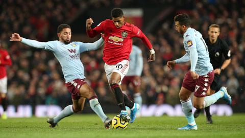 Rashford (giữa) cùng đồng đội sẽ tiếp tục phong độ hủy diệt để giành 3 điểm trên sân của Aston Villa