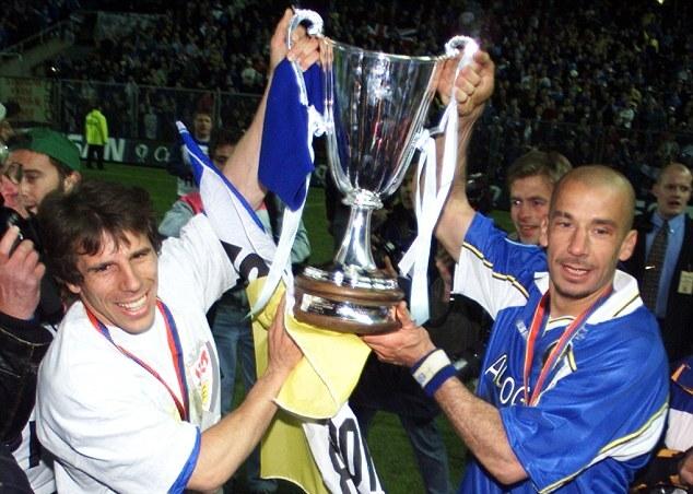 Và những danh hiệu quốc nội khác, chỉ thiếu chức vô địch Premier League