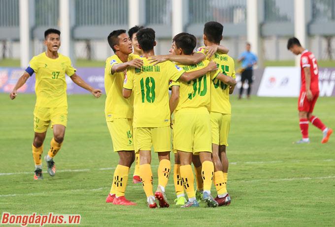 Chung cuộc, Phú Thọ thắng sát nút 1-0 trước PVF nhờ bàn thắng trên chấm phạt đền của Văn Đạt
