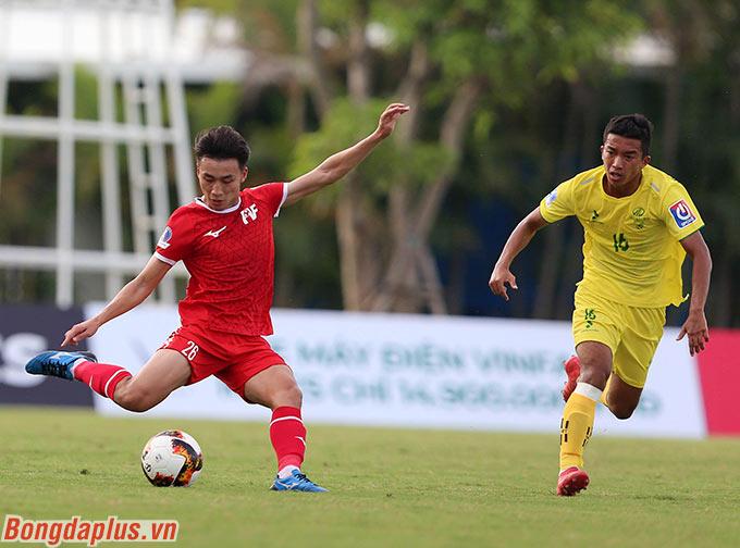 Được biết ngay sau khi kết thúc trận đấu, ông Troussier đã hỏi HLV Dương Hồng Sơn (Phú Thọ) về cầu thủ này