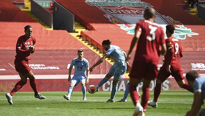 Rodriguez ghi bàn gỡ hòa cho Burnley