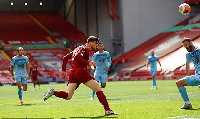 Robertson đánh đầu ghi bàn đẹp mắt