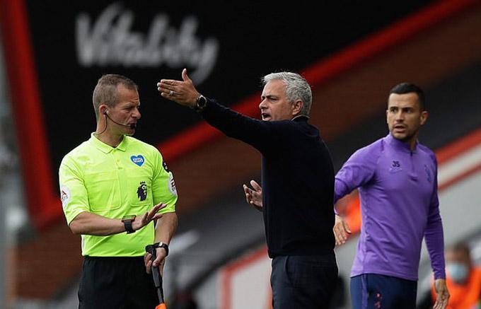 Phàn nàn là những gì Mourinho làm tốt nhất lúc này