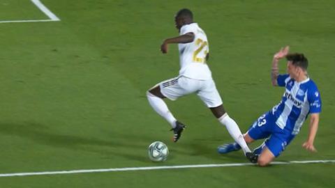 Tình huống Mendy mang về quả penalty cho Real